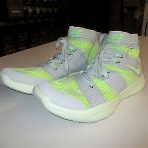 Nike Flyknits Trainers - Grey/volt size 10